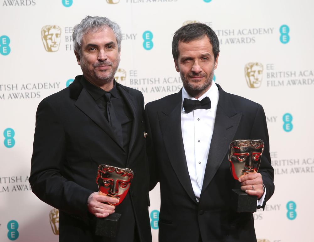 MELHOR FILME BRITÂNICO: GRAVIDADE. À esquerda, o diretor Alfonso Cuarón ao lado do produtor David Heyman (photo by metro.co.uk)