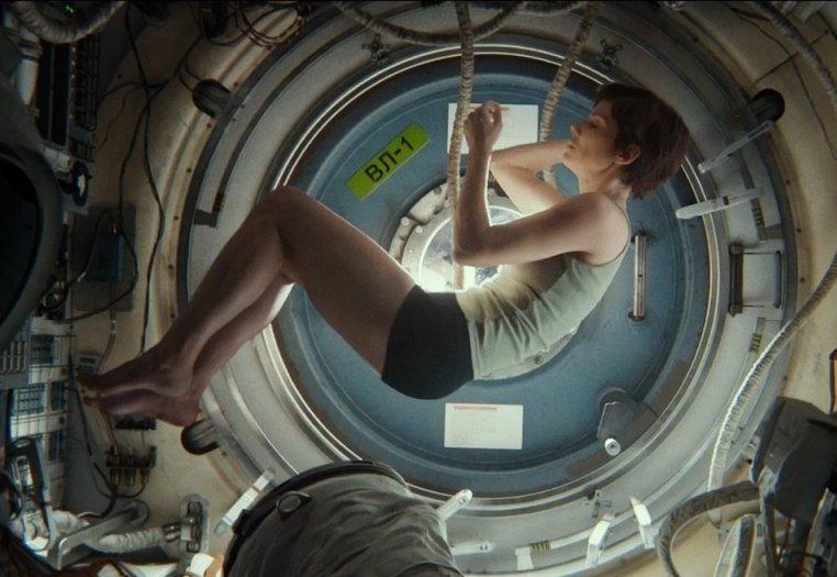 Cena belíssima de filmada com perfeição por Emmanuel Lubezki em Gravidade