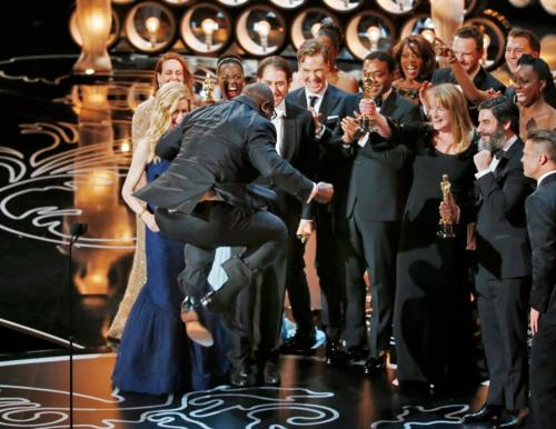 Isso que eu chamo de comemoração: Steve McQueen em momento Matrix no Oscar (fonte: andreii-tarkovsky)