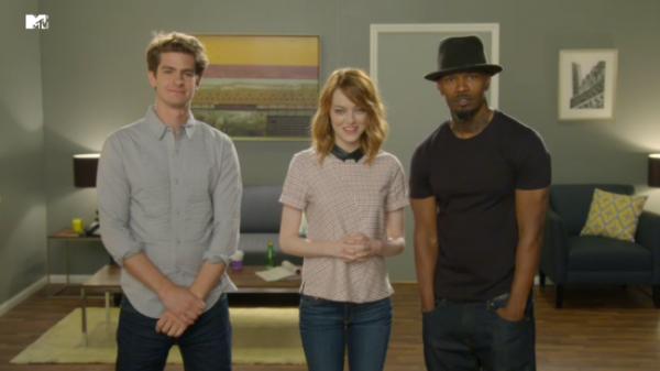 Andrew Garfield, Emma Stone e Jamie Foxx fazem uma promoção deslavada de O Espetacular Homem-Aranha 2 em vídeo (photo by mtv.co.uk)