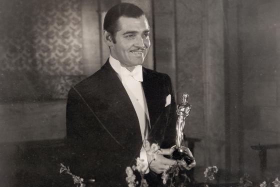 O lendário Clark Gable vence seu único Oscar por Aconteceu Naquela Noite (photo by misfitstoys.net)