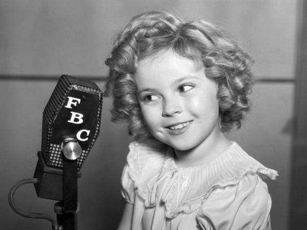 A estrela mirim que buscava derrotar as consequências econômicas da Queda da Bolsa de 1929: Shirley Temple (photo by highlighthollywood.com)