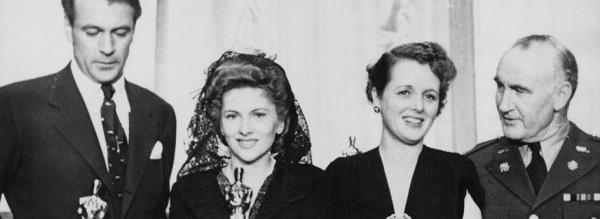 Da esquerda pra direita: Gary Cooper, Joan Fontaine, Mary Astor e Donald Crisp com suas estatuetas do Oscar (photo by www.oscars.org)