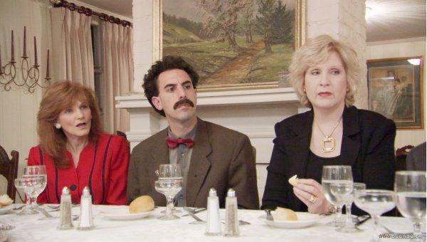 Sacha Baron Cohen em cena de Borat. Segundo Farrelly, um dos mais corajosos filmes de comédia. (photo by outnow.ch)