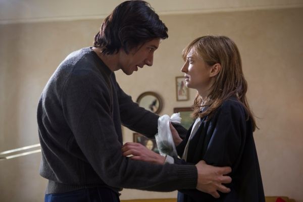 Adam Driver e Ala Rohrwacher em cena de Hungry Hearts (photo by movieplot.com)