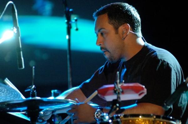 O compositor Antonio Sanchez ficou de fora da corrida pelo Oscar por sua trilha de Birdman (photo by remezcla.com)