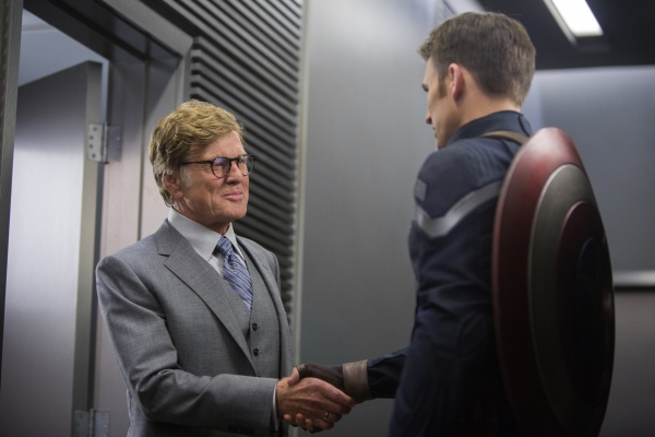 Robert Redford e Chris Evans em cena de Capitão América: O Soldado Invernal (photo by cinemagia.ro)