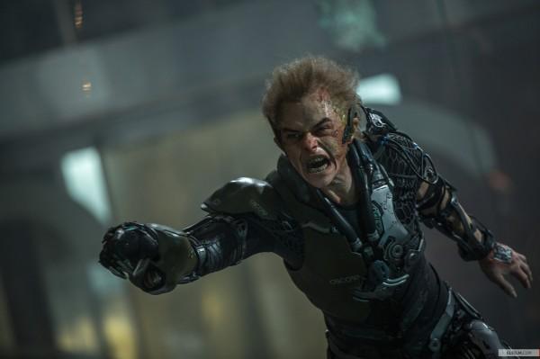 Dane DeHaan como o vilão Duende Verde em O Espetacular Homem-Aranha 2: A Ameaça de Electro (photo by elfilm.com)
