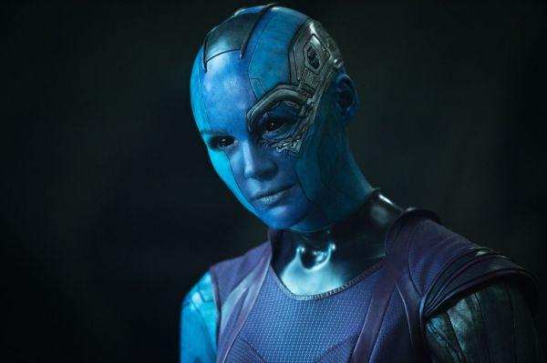 A personagem Nebula, de Guardiões da Galáxia, fez com que a atriz Karen Gillan raspasse todo seu belo cabelo ruivo (photo by outnow.ch)