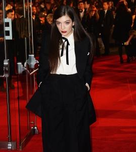 A cantora Lorde em premiere do filme Jogos Vorazes: A Esperança - Parte 1 em Londres (photo by creativejeniusreport.com)