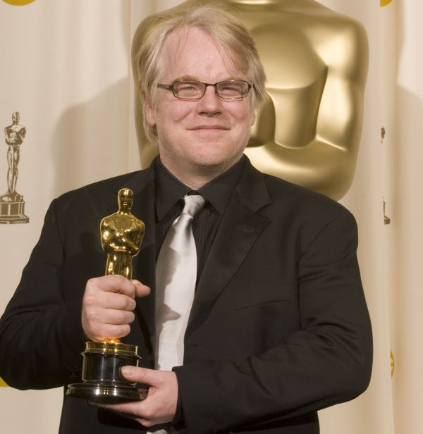 Philip Seymour Hoffman com seu Oscar por Capote (photo by post-gazette.com)