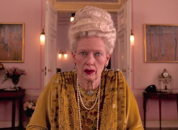 Tilda Swinton como Madame D. em O Grande Hotel Budapeste (photo by outnow.ch)
