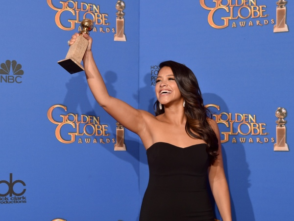 A bela Gina Rodriguez ganhou por Jane the Virgin (photo by nationalpost.com)