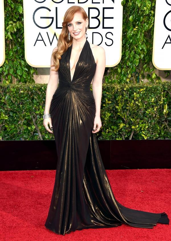 Jessica Chastain no tapete vermelho (photo by usmagazine.com)