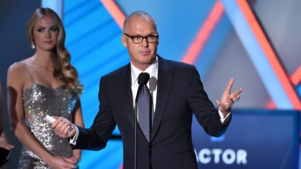 Michael Keaton agradece um de seus prêmios no Critics' Choice Awards (photo by ctvnews.ca)