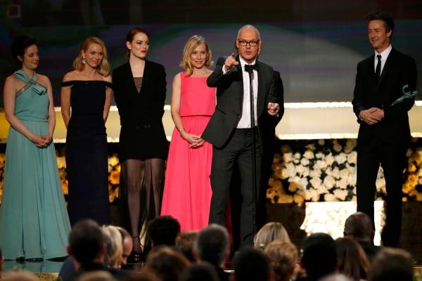 Da esquerda pra direita: Andrea Riseborough, Amy Ryan, Emma Stone, Naomi Watts, Michael Keaton e Edward Norton vencem por Birdman (photo by Mario Anzuoni/Reuters)