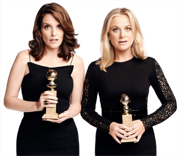 Hostesses pela terceira e última vez: Tina Fey e Amy Poehler (photo by usmagazine.com)