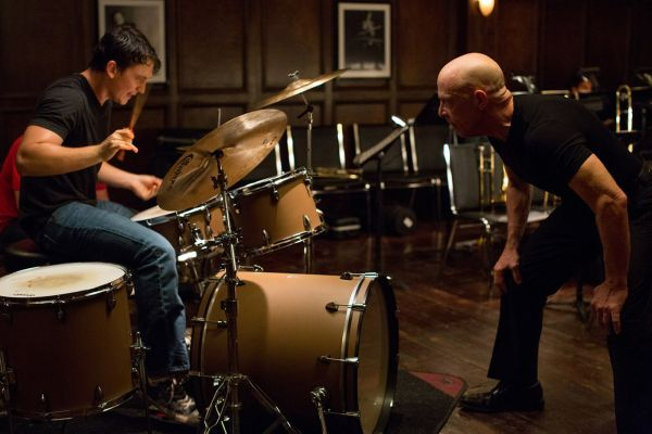 Cena com Milles Teller e J.K. Simmons de Whiplash: Em Busca da Perfeição, de Damien Chazelle. (photo by outnow.ch)