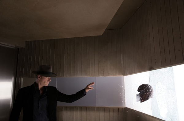 Michael Fassbender em cena de X-Men: Dias de um Futuro Esquecido (photo by outnow.ch)