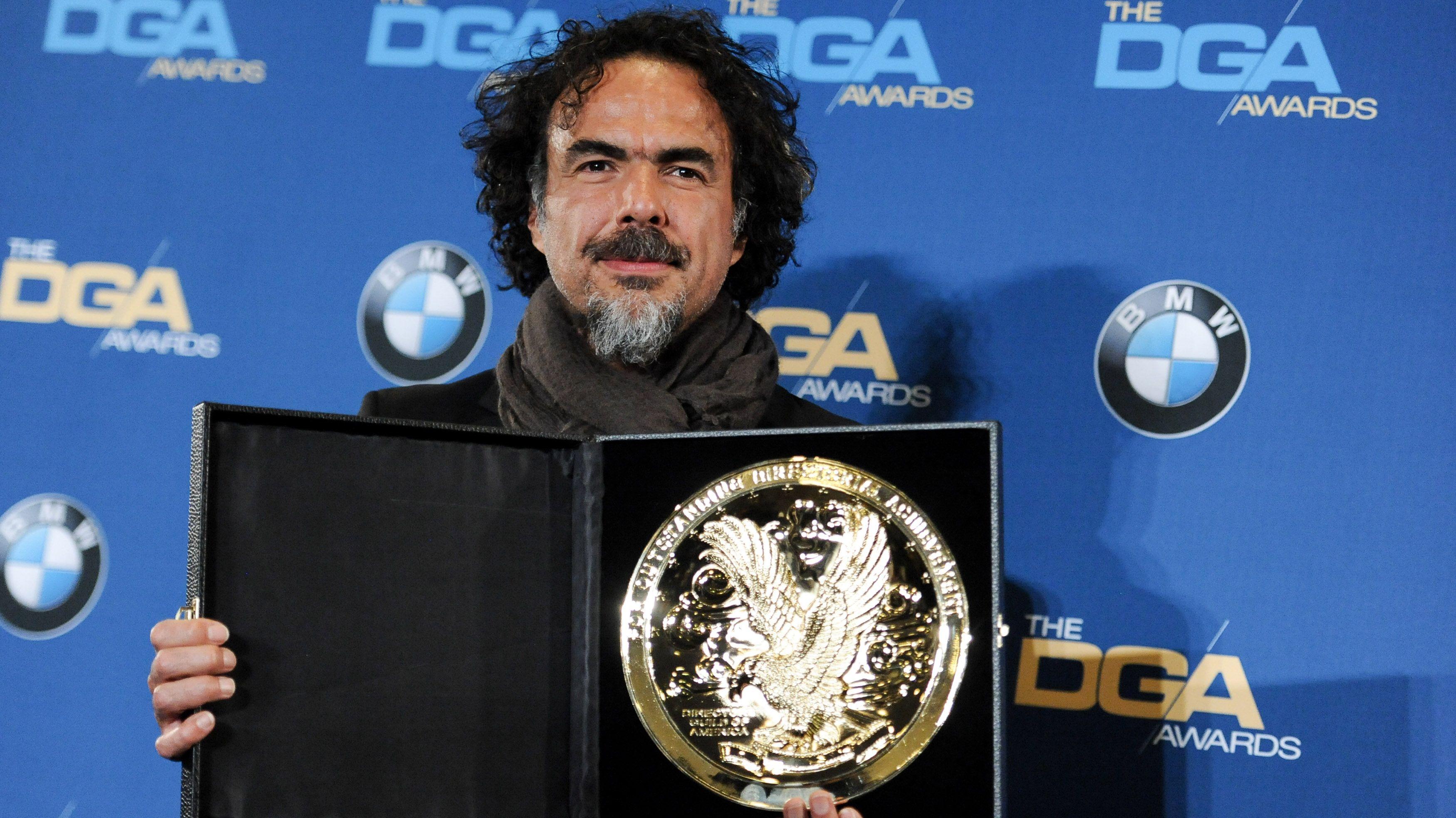 Alejandro González Iñárritu posa com o prêmio por Birdman (photo by pipocamoderna.com.br)