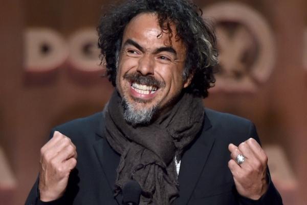 Alejandro González Iñárritu vibra com sua vitória no DGA (photo by Getty Images)