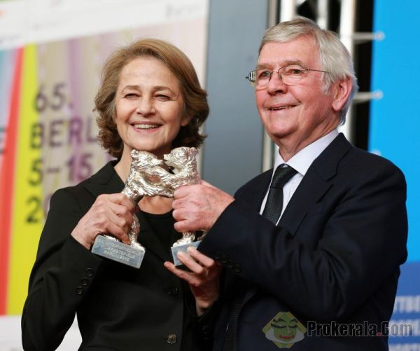 Rampling e Courtenay com seus Ursos de Prata por 45 Years (photo by files.prokerala.com)