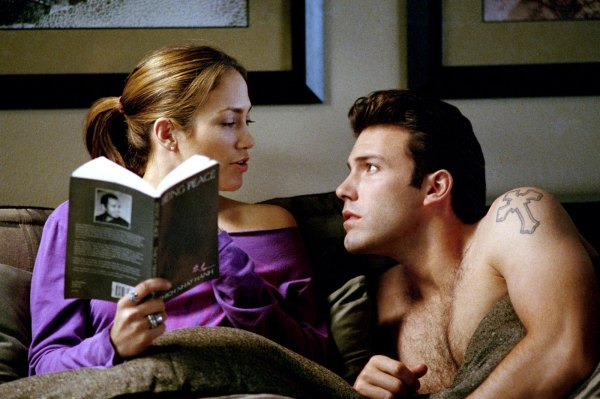 Ontem: Ben Affleck com Jennifer Lopez em Contato de Risco, de 2003 (photo by cdn.thedailybeast.com)