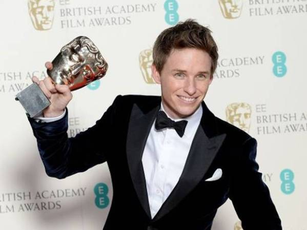 Eddie Redmayne levou o Globo de Ouro, o SAG e agora o BAFTA (photo by independent.co.uk)