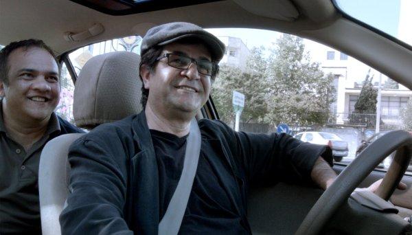 Jafar Panahi se torna taxista em filme vencedor do Urso de Ouro, Taxi (photo by outnow.ch)