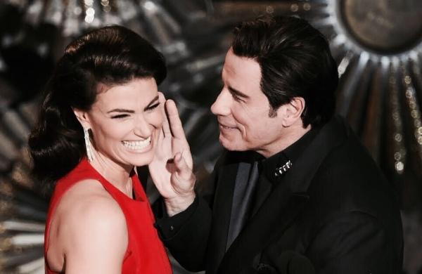 Idina Menzel com John Travolta no Oscar