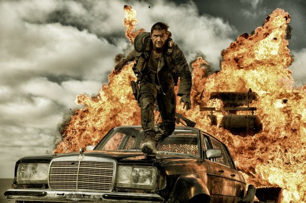Tom Hardy, no papel que revelou Mel Gibson, em Mad Max: Estrada da Fúria (photo by outnow.ch)