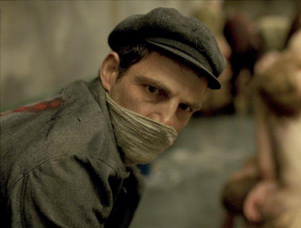 Géza Rohrig é Saul, o prisioneiro húngaro do campo de concentração de Son of Saul, de László Nemes (photo by outnow.ch)
