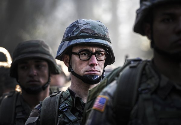 Joseph Gordon-Levitt como Edward Snowden, em Snowden (photo by outnow.ch)