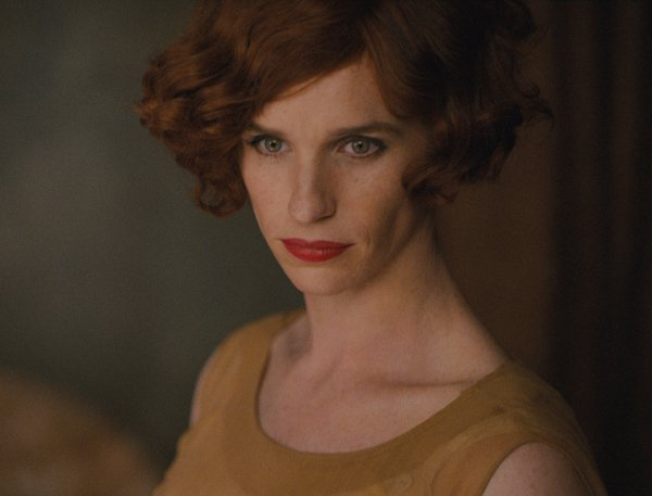 Eddie Redmayne caracterizado como a Danish Girl (photo by cine.gr)