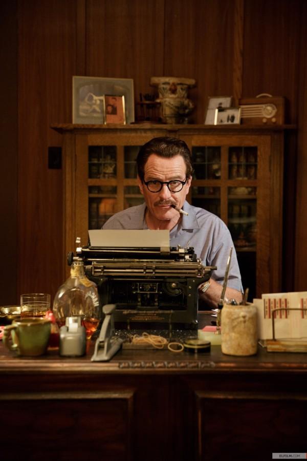 Bryan Cranston caracterizado como o roteirista Dalton Trumbo (photo by elfilm.com)