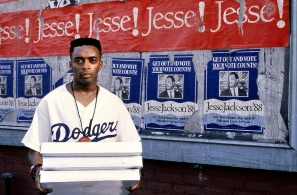 Spike Lee em cena de Faça a Coisa Certa, escrito e dirigido por ele (photo by theodysseyonline.com)