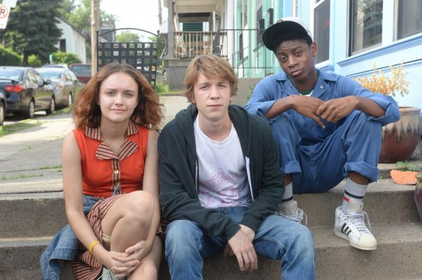Olivia Cooke, Thomas Mann e RJ Cyler posam para foto de Me and Earl and the Dying Girl (photo by outnow.ch)