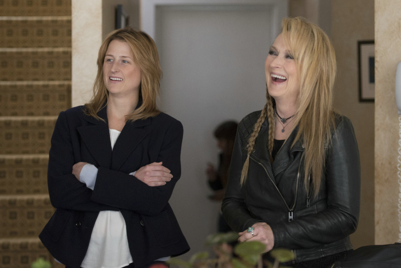 Mamie Gummer e Meryl Streep, filha e mãe na vida real e na ficção em cena de Ricki and the Flash: De Volata Para Casa (photo by outnow.ch)