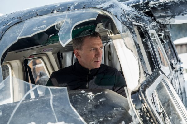 Daniel Craig como James Bond em cena de 007 Contra Spectre (photo by outnow.ch)