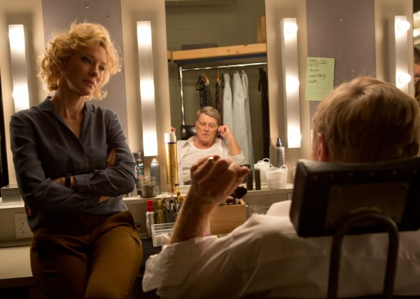 Cate Blanchett em cena com Robert Reford em Truth (photo by collider.com)