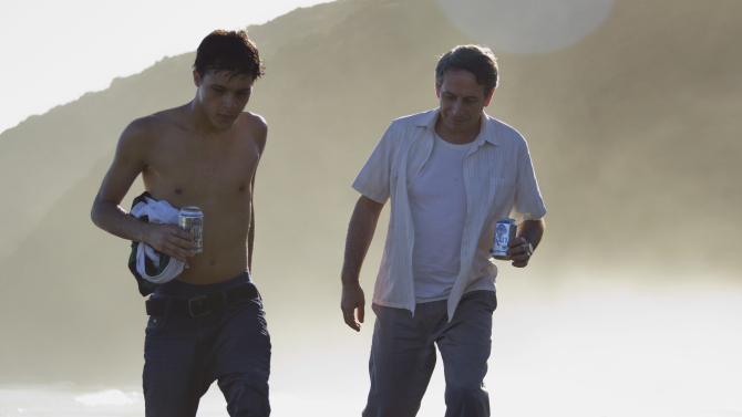 Cena de Desde Allá com Luis Silva (à esquerda) e Alberto Castro (photo by cinepop.com.br)