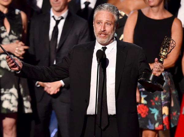 O apresentador e humorista Jon Stewart agradece por todos os anos no Daily Show (photo by variety.com)