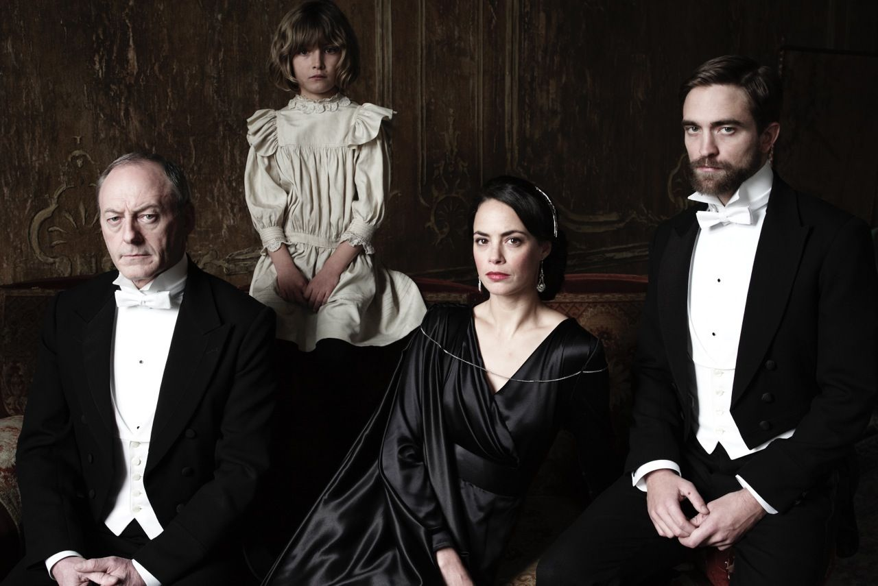 Cena de The Childhood of a Leader, de Brady Corbet (photo by cine.gr)