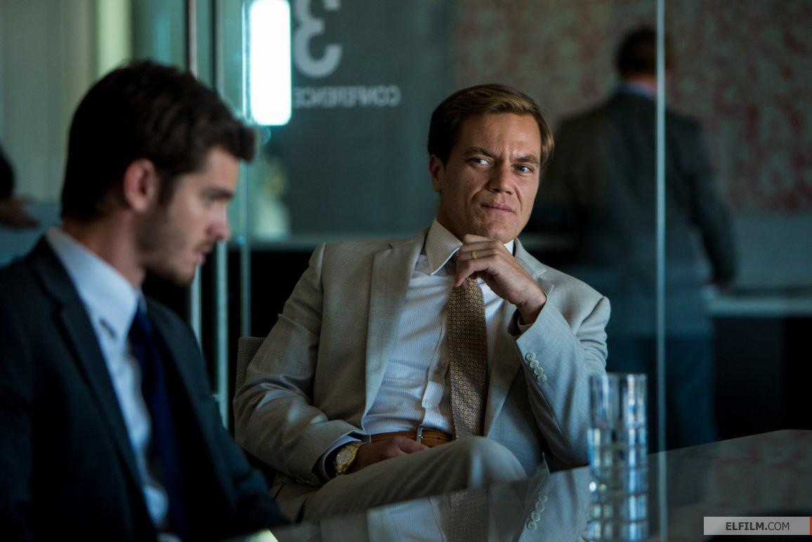 À direita, Michael Shannon em cena de 99 Homes (photo by elfilm.com)