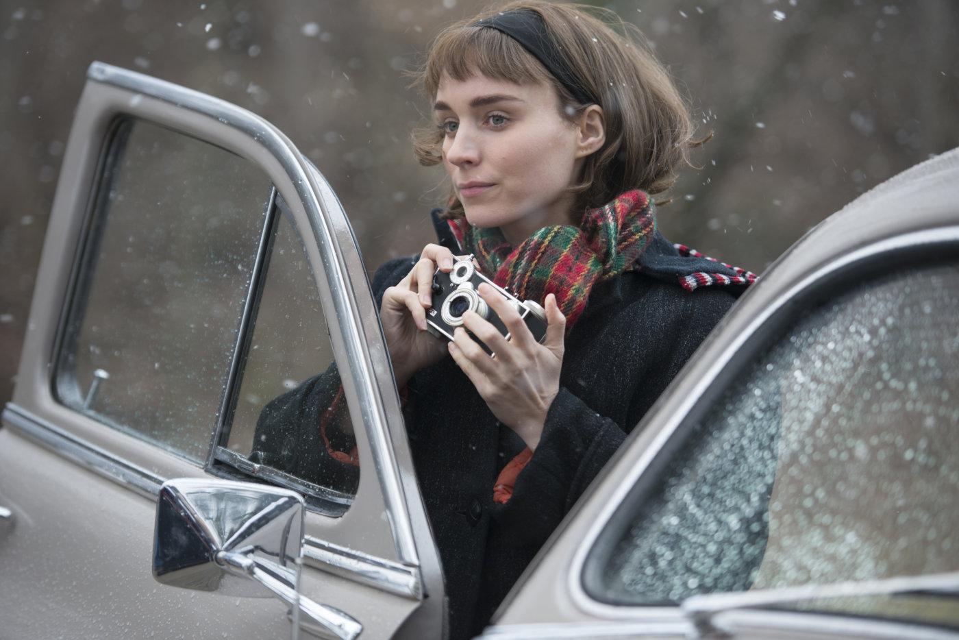 Rooney Mara em cena de Carol, de Todd Haynes: 5 indicações ao Globo de Ouro 2016 (photo by outnow.ch)