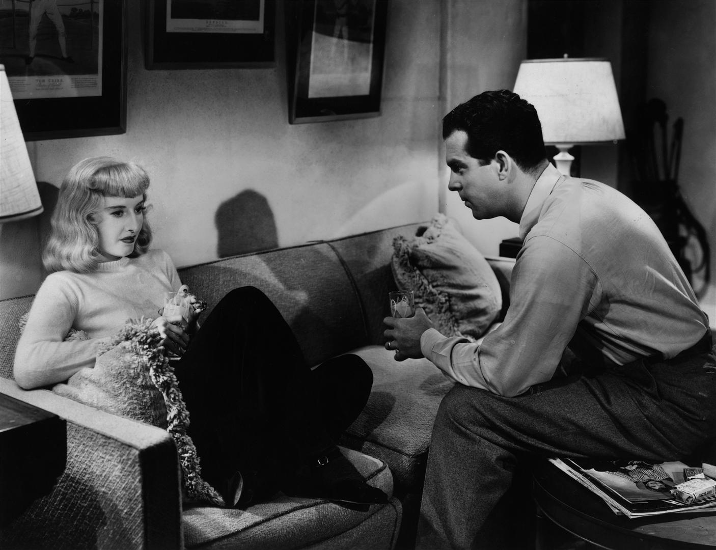 Barbra Stanwyck e Fred McMurray em cena de Pacto de Sangue, de Billy Wilder (photo by cinemas-online.co.uk)