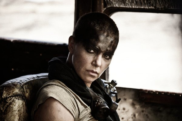 Charlize Theron como Furiosa em Mad Max: Estrada da Fúria (photo by outnow.ch)