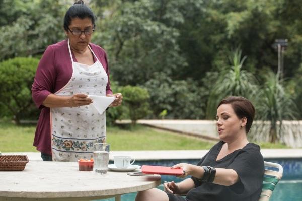 Regina Casé e Karine Teles em cena de Que Horas Ela Volta?. Chance do Brasil no Critics' Choice Awards (photo by Aline Arruda - filmeb.com.br