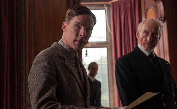 Benedict Cumbebatch como Alan Turing em cena de O Jogo da Imitação (photo by cinemagia.ro)