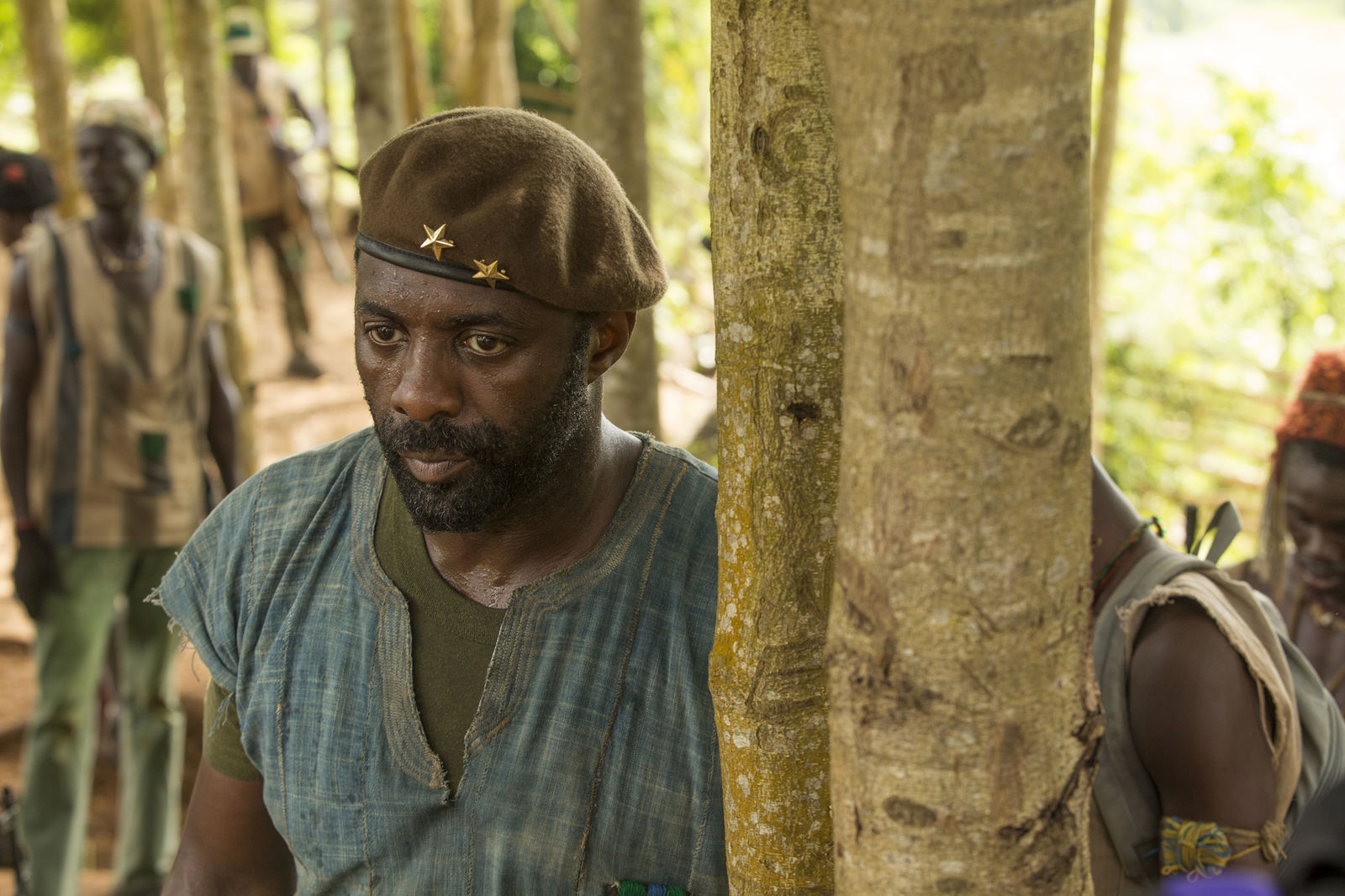 Idris Elba em cena de Beasts of No Nation (photo by cinemagia.ro)